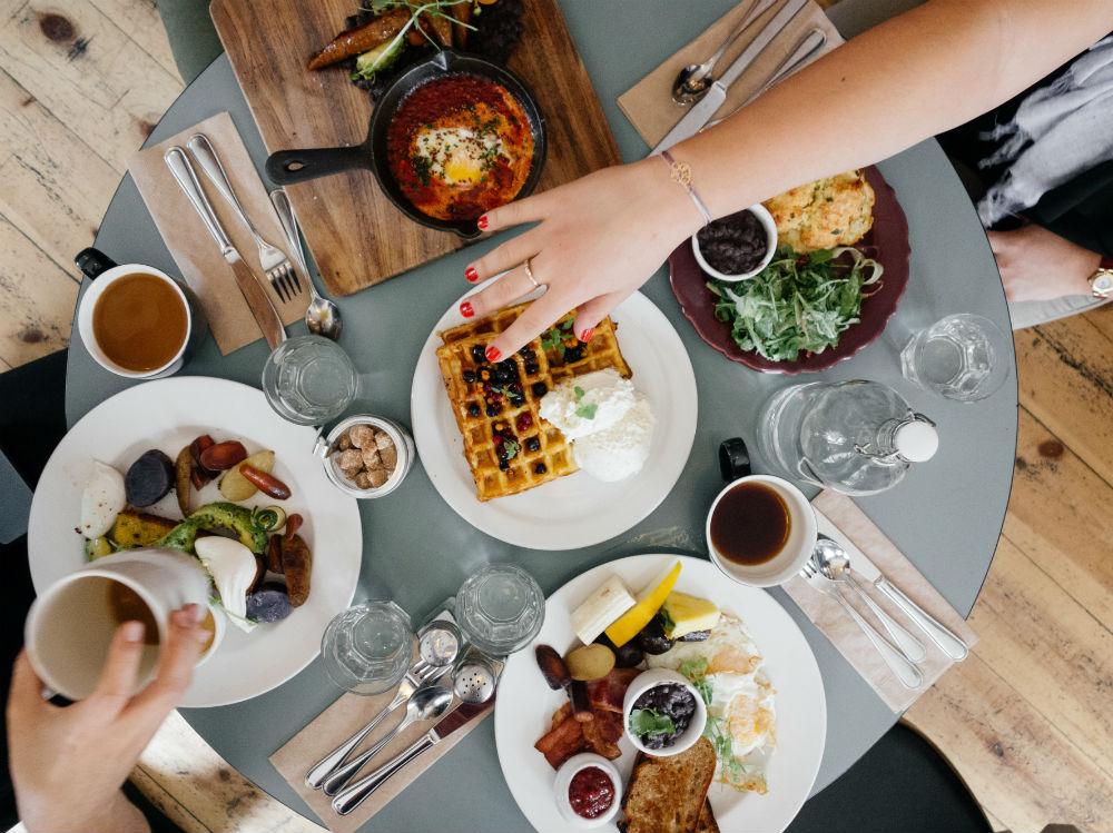 tavola pasti piatti