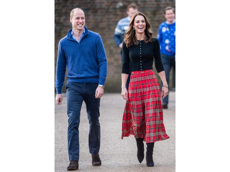 Kate-Middleton-con-gonna-Emilia-Wickstead-e-cardigan-Brora-getty