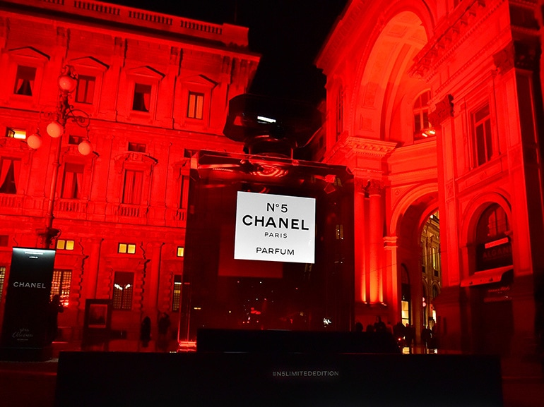chanel red piazza scala