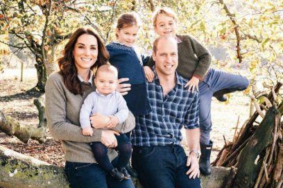 Nuova foto di Natale Windsor: William, Kate e i royal babies posano per gli auguri