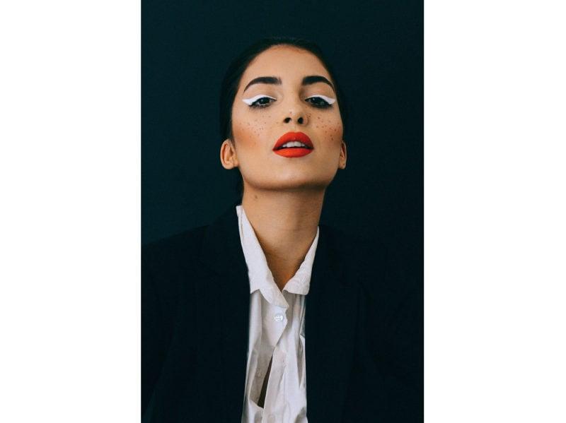 5 trucchi per applicare bene l'eyeliner che ogni donna dovrebbe sapere (3)