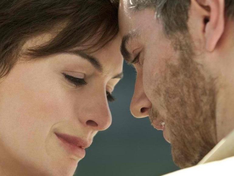 Anne Hathaway pianto