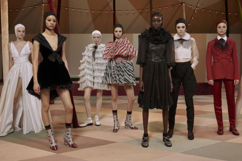 """""""Dior Circus"""", la collezione haute couture per la Primavera Estate 2019 sospesa tra magia e sogno"""
