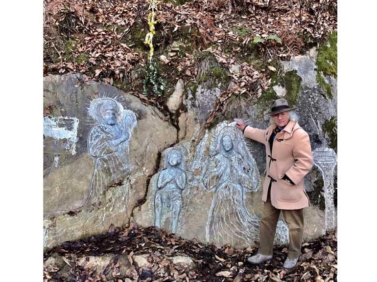 Presepe-nelle-rocce-di-DOSSA-di-COSIO-VALTELLINO-Sondrio-lungo-la-strada-che-porta-al-Borgo