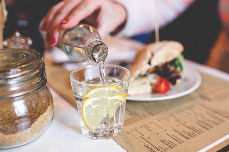 Cosa succede al corpo quando si beve troppa poca acqua?