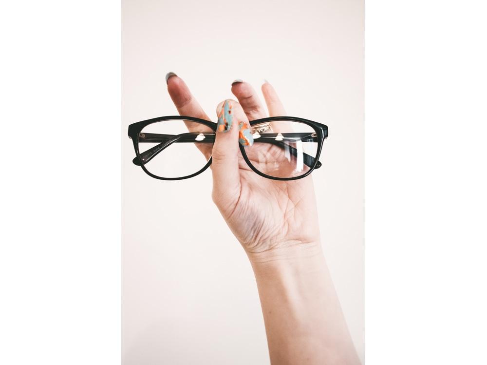 arm-eyeglasses-eyewear-1068866