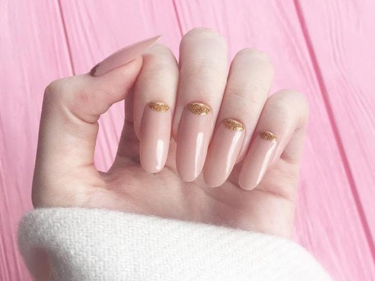 nail-art-nude-dettagli-metallici-idee-unghie-2019-cover-mobile