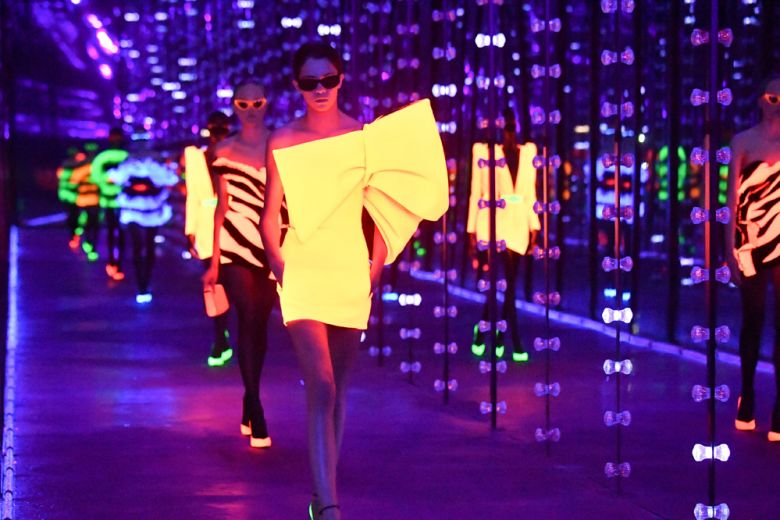 Saint Laurent: il neon anni 80 di Anthony Vaccarello