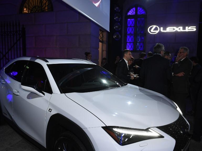 Festa Grazia e Lexus Milano presentazione della nuova AUTOMOBILE LEXUS UX HYBRID 11