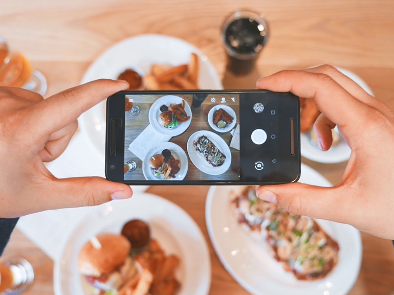 eaters-collective-smartphone-unsplash