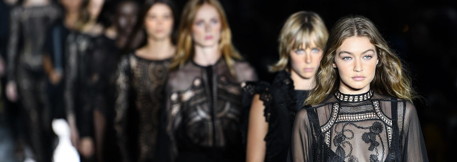 Calendario Sfilate Parigi Settembre 2020.Milano Moda Donna Il Calendario Sfilate Autunno Inverno