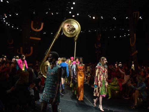 Versace: la sfilata Autunno Inverno 2019 20 tra lusso e grunge