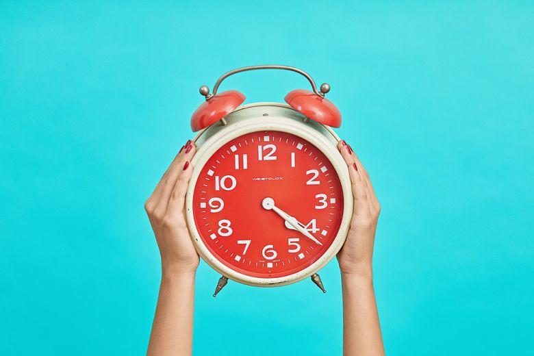 Svegliarsi presto fa bene alla salute, ma secondo la scienza ci rende stressati