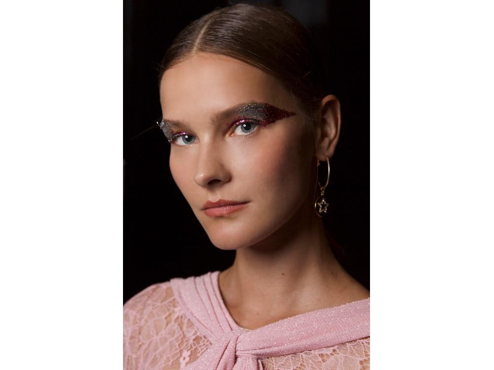 3_PRODOTTI_Glitter-eye-tutti-i-make-up-occhi-pió-belli-per-la-primavera