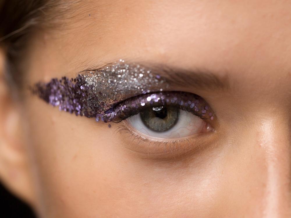 4_PRODOTTI_Glitter-eye-tutti-i-make-up-occhi-pió-belli-per-la-primavera