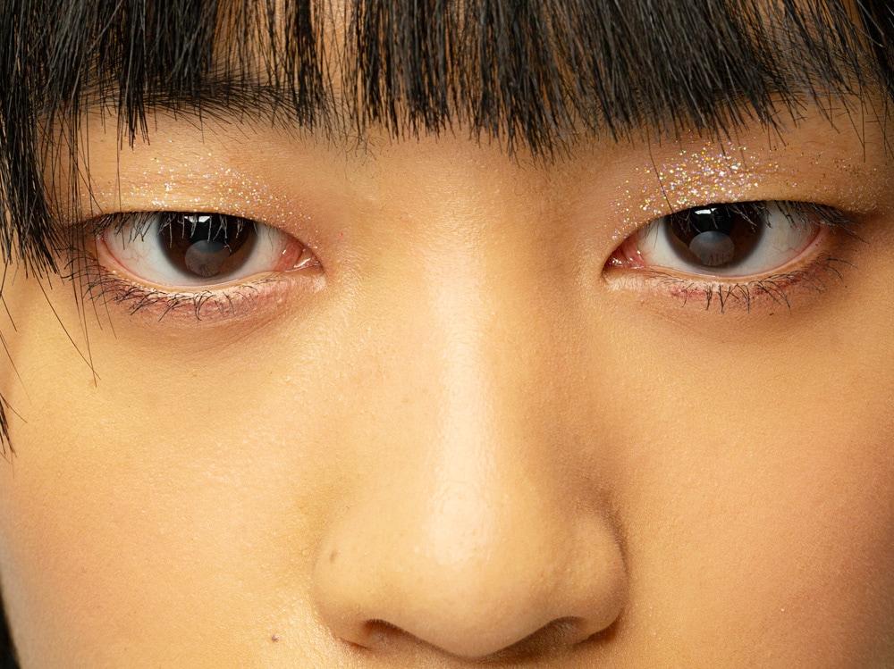 6_PRODOTTI_Glitter-eye-tutti-i-make-up-occhi-pió-belli-per-la-primavera