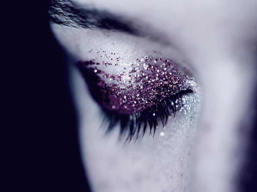 7_PRODOTTI_Glitter-eye-tutti-i-make-up-occhi-pió-belli-per-la-primavera