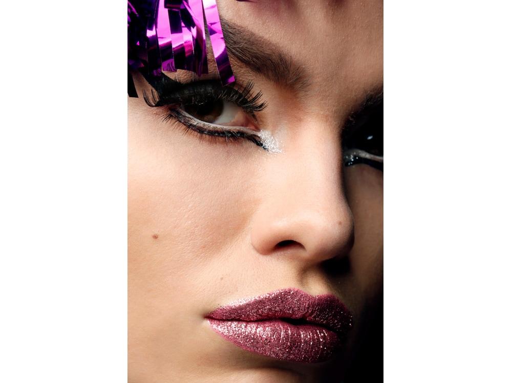 8_PRODOTTI_Glitter-eye-tutti-i-make-up-occhi-pió-belli-per-la-primavera