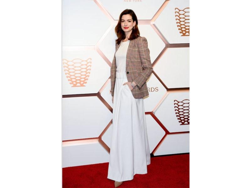 Anne-Hathaway-wears-Tommy-Hilfiger-press-office