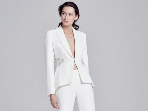 eb0cc4111681 Completo pantalone da sposa  i tailleur più belli per il 2019