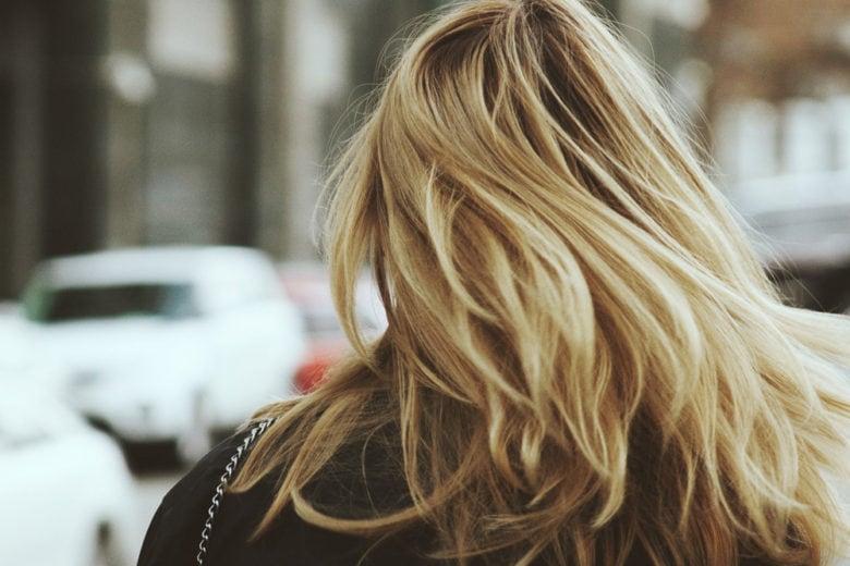 """Spuma per capelli: da prodotto """"nostalgico"""" ad alleato high tech"""