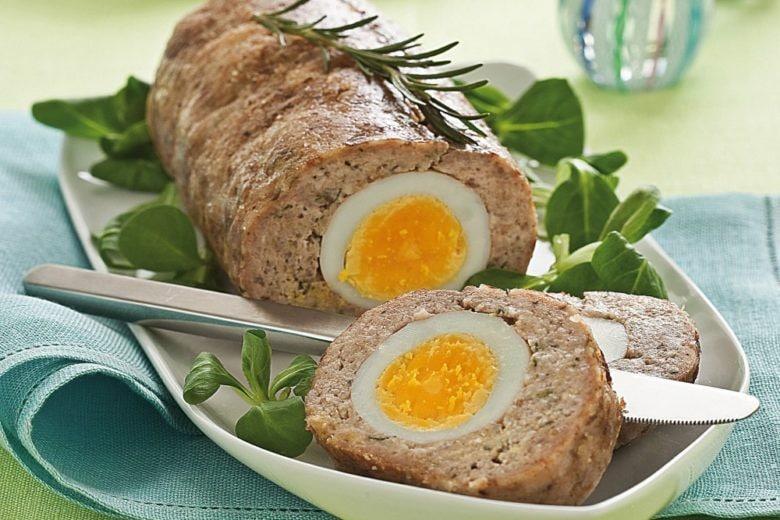 Polpettone di pollo con uovo sodo