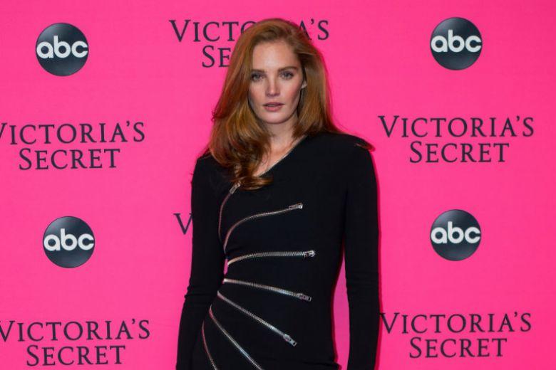 Chi è Alexina Graham, il primo angelo di Victoria's Secret con i capelli rossi