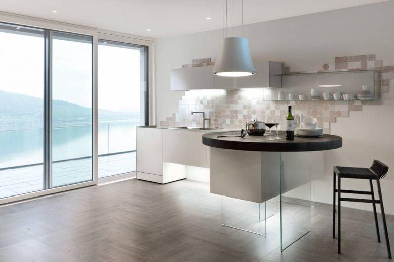 Cucina con penisola: ecco perché funziona anche in una casa piccola