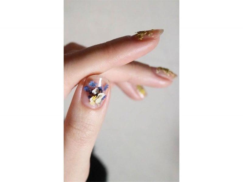 died-flowers-manicure-800×599