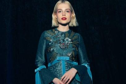 Lucy Boynton beauty look: eyeliner grafici e focus on eyes per la star di