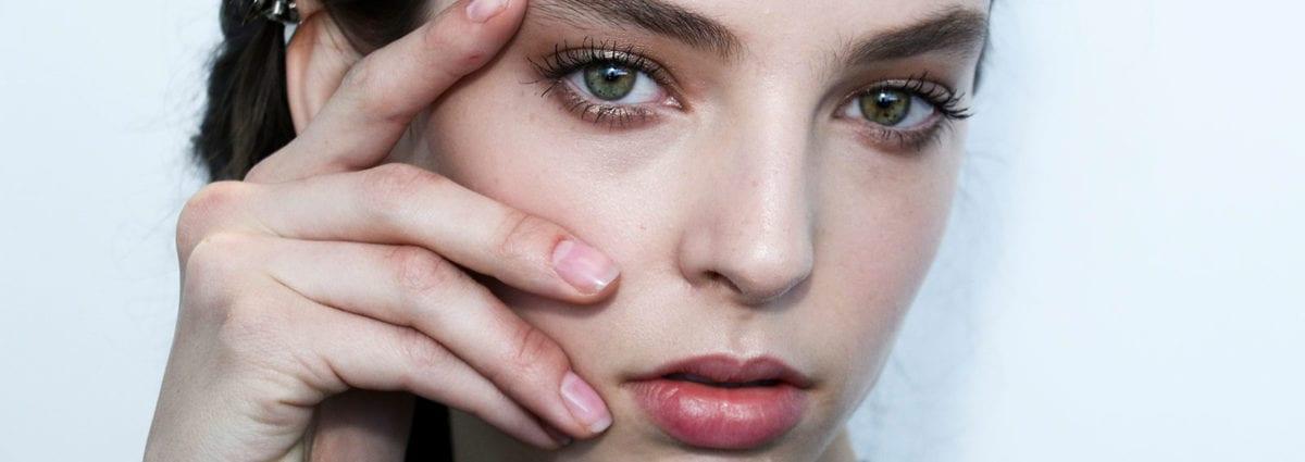 Migliori smalti trasparenti lucidi: i 10 prodotti top per unghie belle e sane