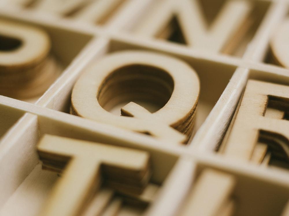 01-lettera-q-intagliata