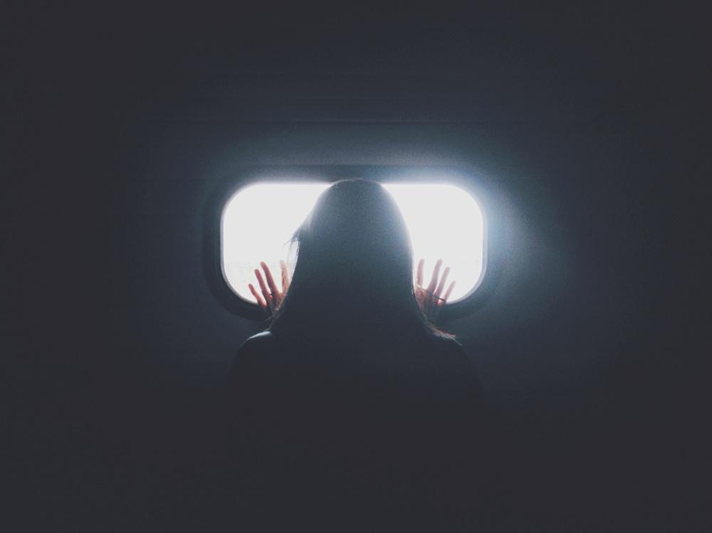 03-ragazza-finestrino-aereo