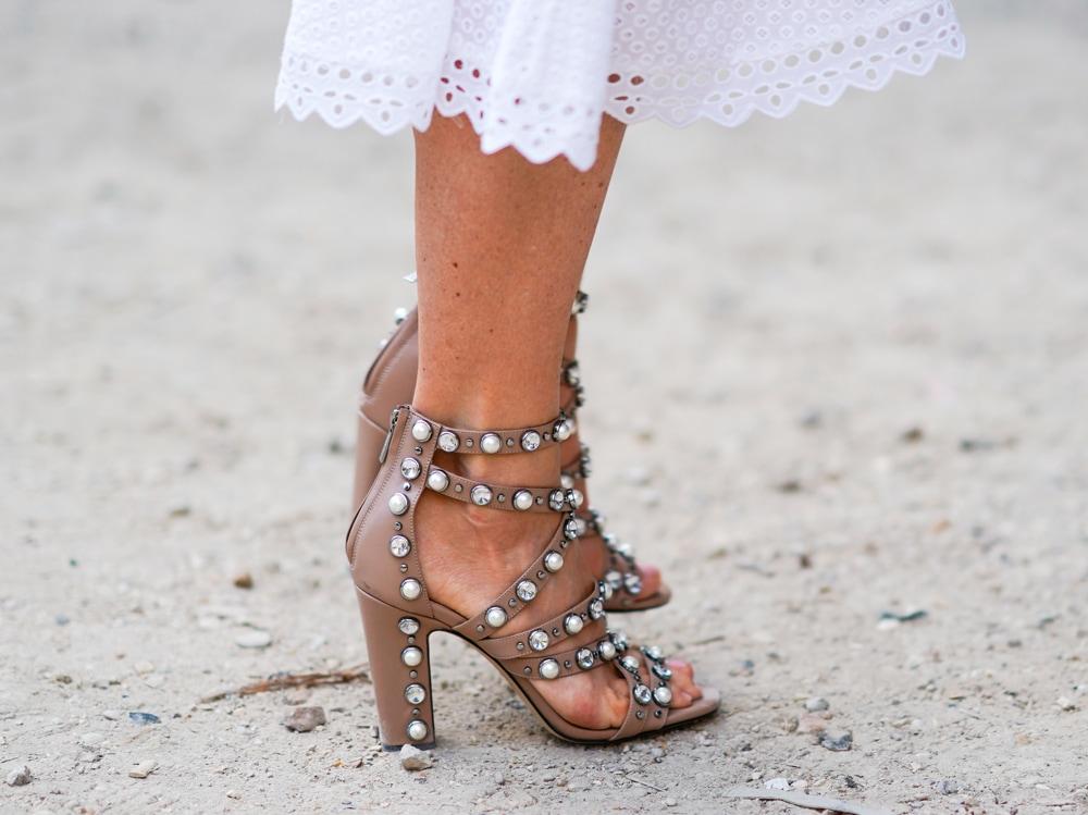 Sandali gioiello 2019: bassi o alti, ecco i modelli da