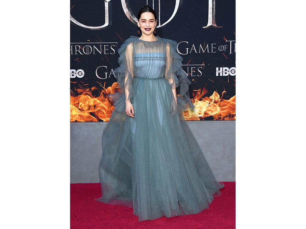 Emilia-Clarke-In-Valentino-alla-prima-di-Game-of-Thrones-stagione-8