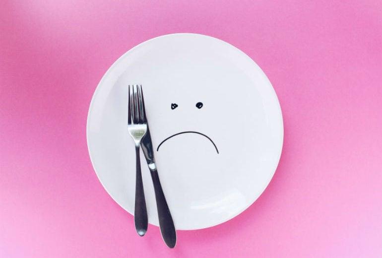 Mangiare poco non fa dimagrire, anzi: ecco perché