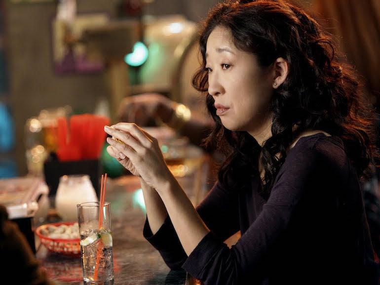 Sandra Oh sguardo triste
