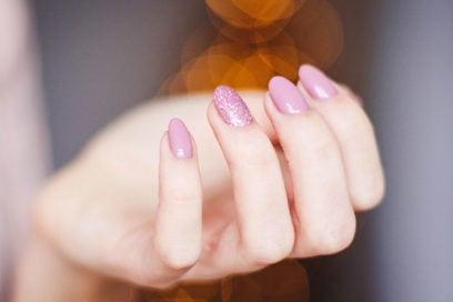 Unghie da matrimonio: le manicure più originali e chic per le invitate