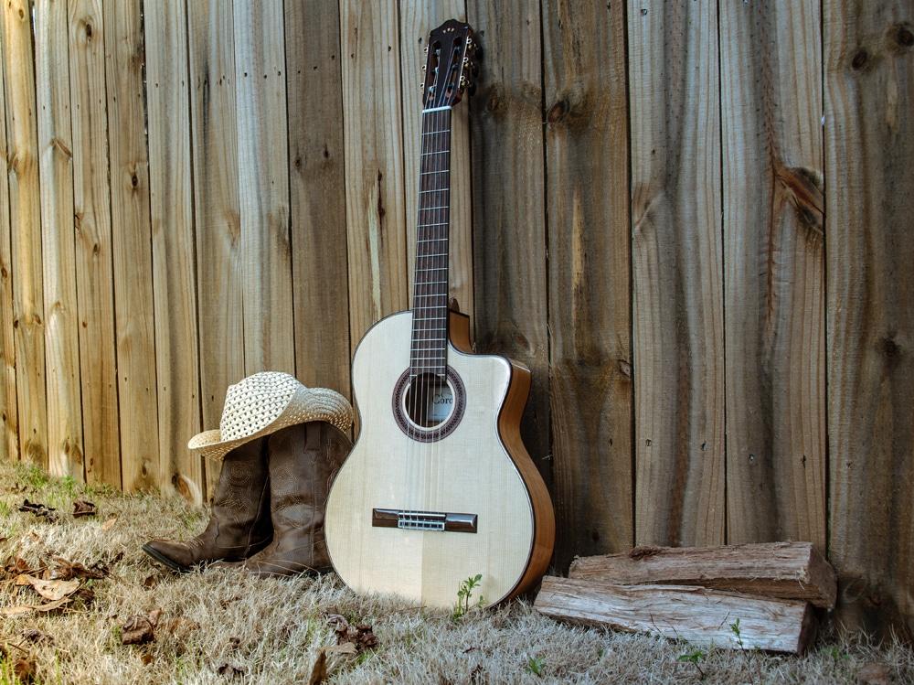 03-chitarra-cappello-stivali-country