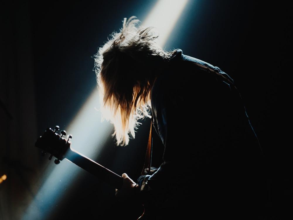 04-chitarrista-palco-metal