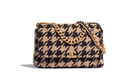 04_AS1162-B01565-MH040–The-CHANEL-19-bag-in-beige,-black,-gold-and-silver-tweed_HD