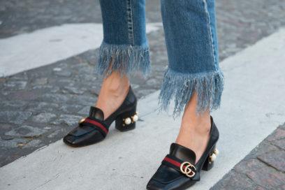 Jeans e pantaloni sfrangiati sono il nuovo trend della primavera estate 2019