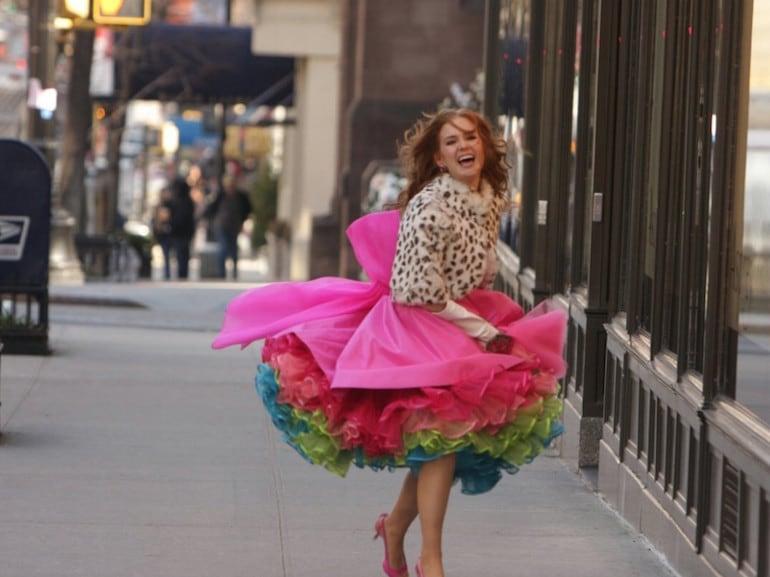 Isla Fisher vestito colorato
