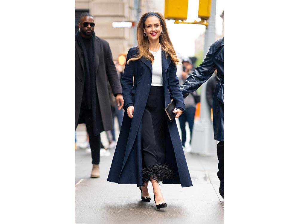 Jessica-Alba-wearing-Rover-viver-V