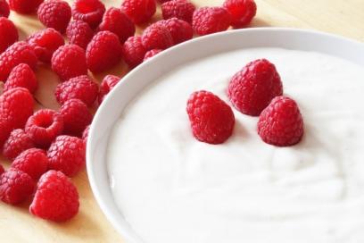 Yogurt: perché fa bene e come scegliere quello giusto (tra i tanti)