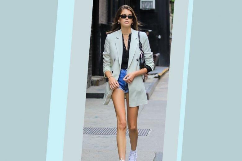Come abbinare shorts di jeans e blazer? Mixateli come Kaia Gerber (e non ve ne pentirete)