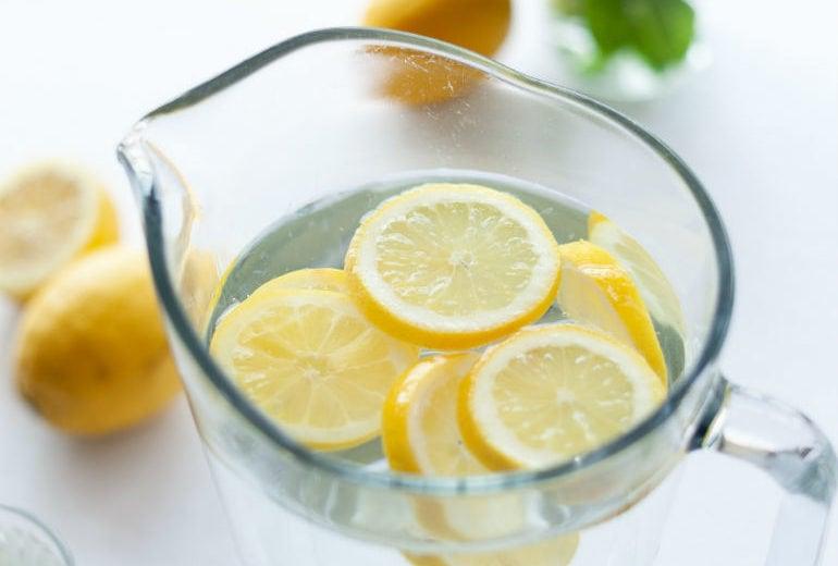 Bere acqua e limone fa dimagrire? Ecco la risposta