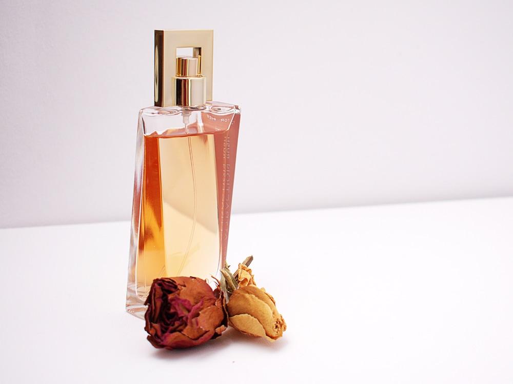 aroma-bottle-close-up-1190829