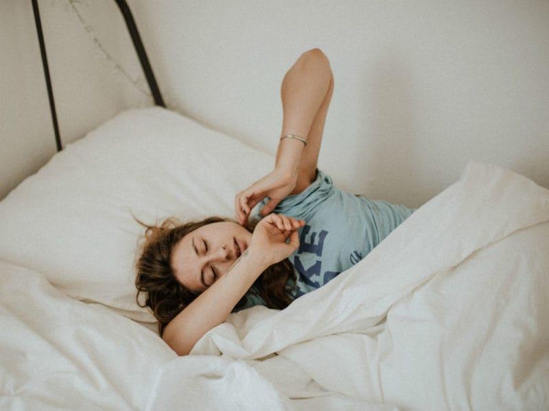donna sonno letto
