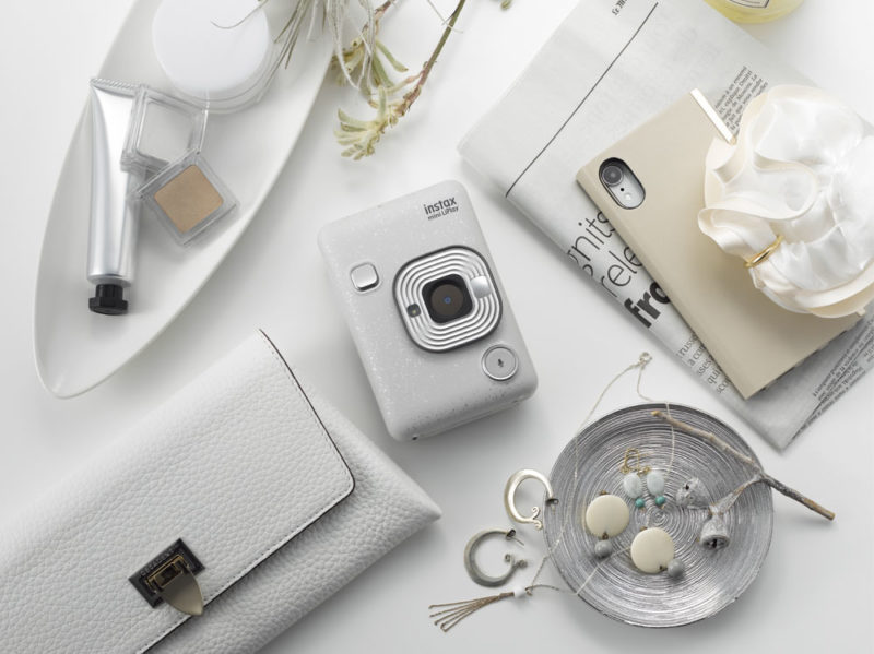 instax-mini-Liplay-macchina-fotografica-istantanea-Fjifilm-stone-white